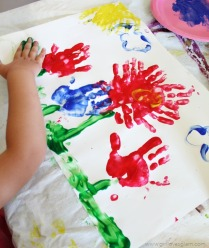 A child make flower finger painting