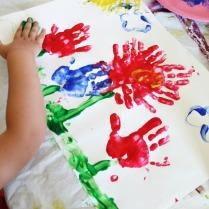 A child make flower finger painting