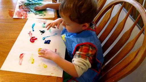 Children do finger painting on narrow space